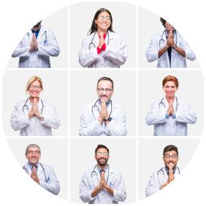 Kollage mehrerer Ärzte mit hoffnungsvoll gefalteten Händen